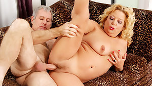 Blonde GILF Karen Summers Has Her Hairy Pussy Rounded out away from an Old Man
