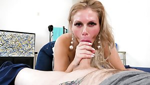 Unwitting dude finally enjoys his cougar mom calling with his dick