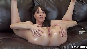 Dana DeArmond loves to masturbate on a difficulty sofa