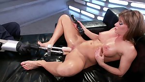 Fuck machine solo undertake for the steamy mommy