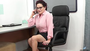 Abusive mature woman is masturbating pussy in the office