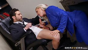 Deep near along to brush pussy is how this thick enchase loves pleasing along to boss