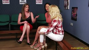 CFNM kink with three women sharing a heavy dick