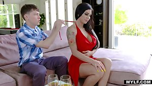 Tattooed despondent brunette Melissa Lynn bows to just about a sensual blowjob