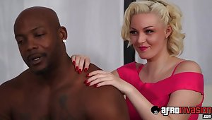 Blond Hair Babe Drilled By A Huge Jet-black One-Eyed Python
